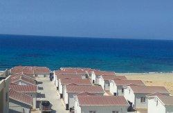 Կարմոդը մոնտաժել և շահագործման է հանձնել Լիբիայի ծովափնյա քաղաքներից Ալ Հումս զբոսաշրջային գյուղը